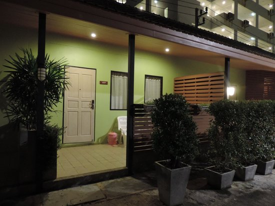 Eazy Resort Kata Beach : Вечер