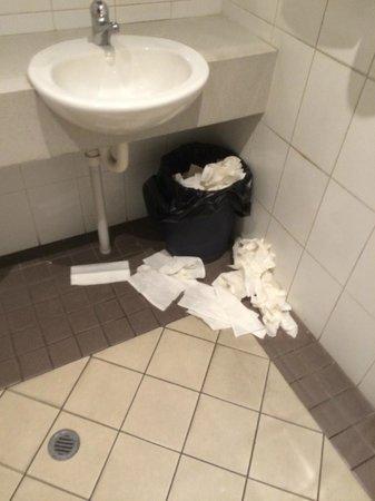 Belmont Tavern: Restaurant Toilets