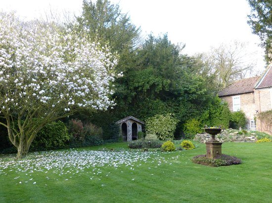 Brackenborough Hall Coach House Holidays: The beautiful gardens we used for our wedding photographs