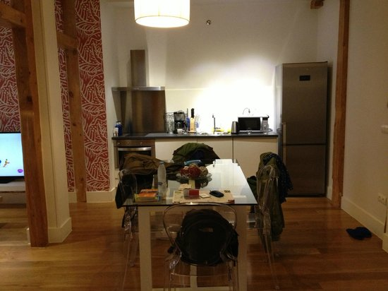 Madrid SmartRentals Chueca : Kitchen and dining room