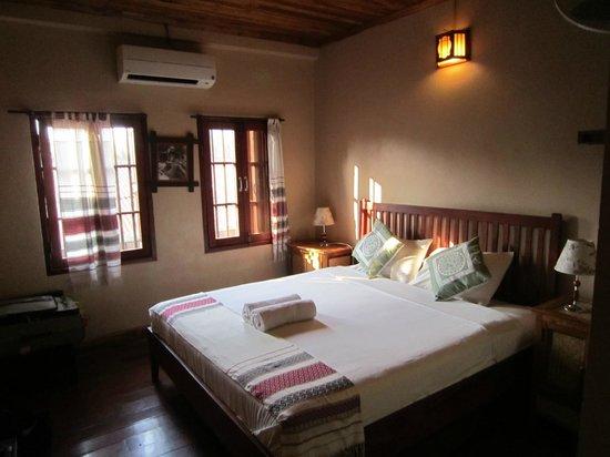 Lao Lu Lodge: Clean, Comfortable, Spacious Room