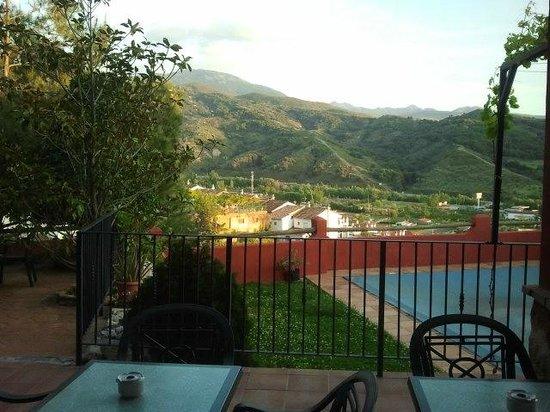 Hotel Cerro Del Sol: Vistas desde el comedor y piscina
