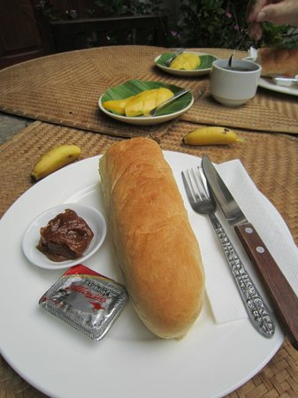 Lao Lu Lodge: Crusty Baguette