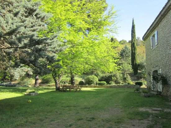Domaine du Mazet : Vers la piscine