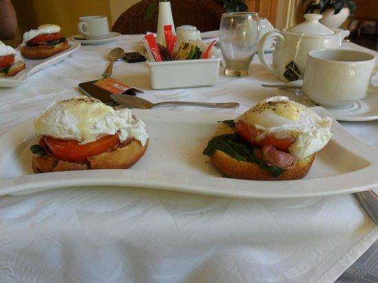 Casa Mia Lodge & Restaurant: Eggs Benedict mmmmm