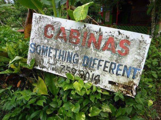 Cabinas Something Different: Einziges Hinweisschild - etwas versteckt