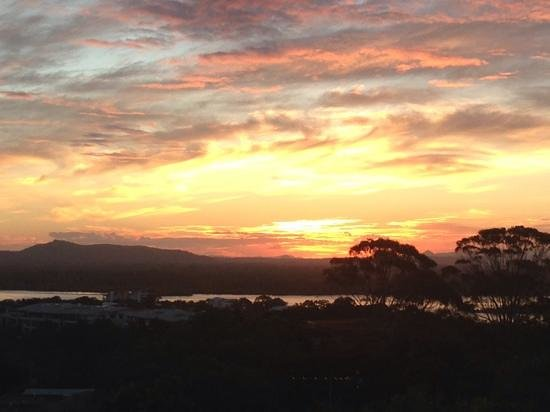 Noosa Blue Resort : Awesome sunset Noosa Hinterland best room view ever
