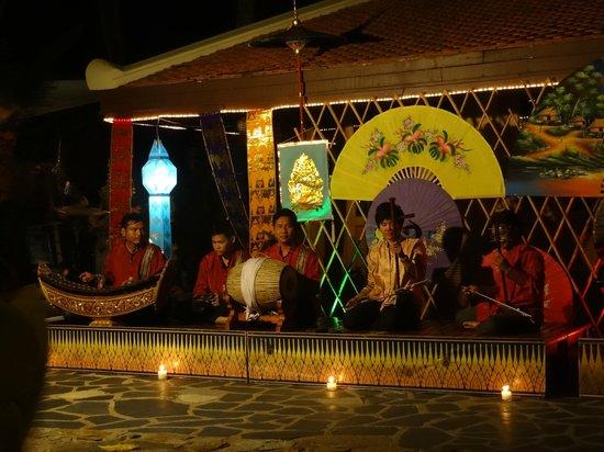 Santiburi Beach Resort & Spa : Unterhaltung am Strand
