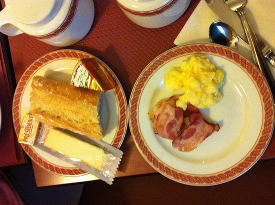 Hôtel Vivaldi: breakfast