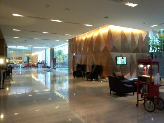 Four Points By Sheraton Bangkok, Sukhumvit 15: ロビー