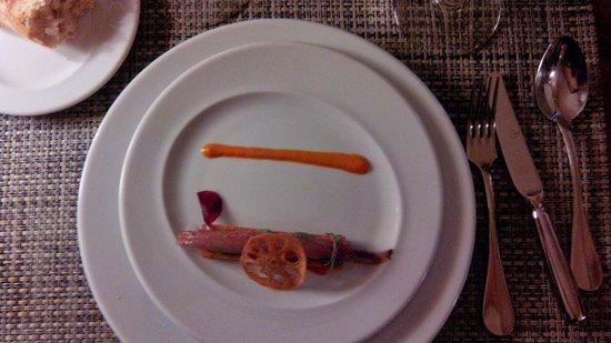 Restaurante El Vagon: Coca de sardina marinada con sal de Añana, panacota de aguacate y cebolla roja