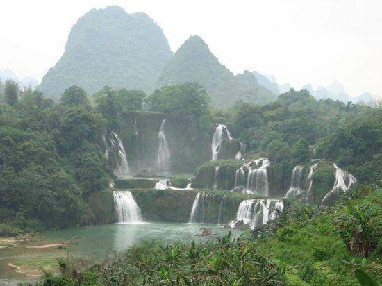 Daxin County, Trung Quốc: Detian waterfall view from far