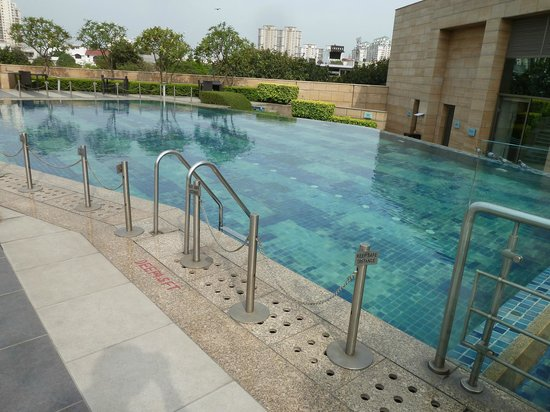 Courtyard Gurugram Downtown: Terrace Swimming Pool