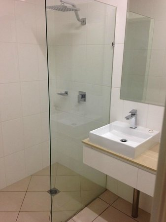 Cairns Queenslander Hotel and Apartments: Bad