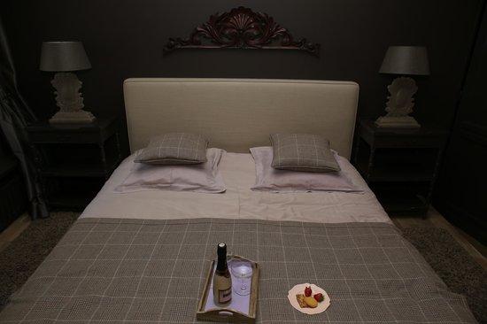 Dharma Bed & Breakfast: Bed