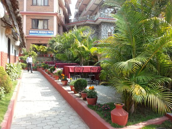 Hotel Middle Path: beautiful garden