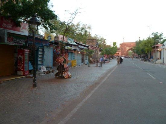 Radisson Blu Agra Taj East Gate: Road to the Taj