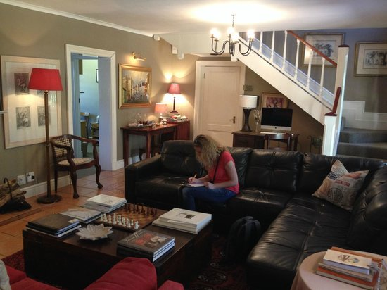 Rusthuiz Guest House : hall d'accueil