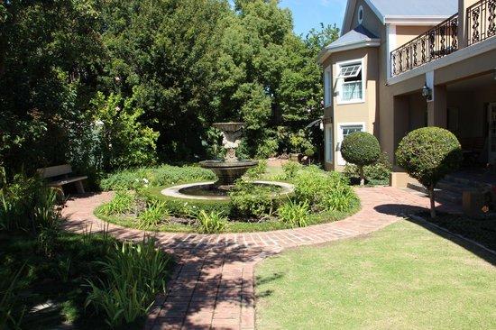 Rusthuiz Guest House: jardin