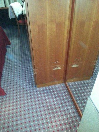 Cit Hotels Dea Palermo: Armadio in stanza