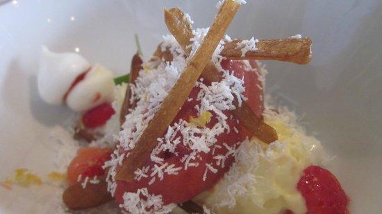 Jean des Sables : Fraise gariguette, mimosa de noix de coco, citron et  muscovado.