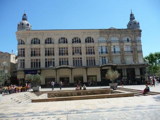 """Palais des archevêques : Place de l'Hôtel de Ville (""""Aux Dames de France""""), Narbonne, France"""