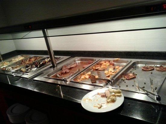 Allegro Granada : BANDEJAS de comida  a las 21 horas.