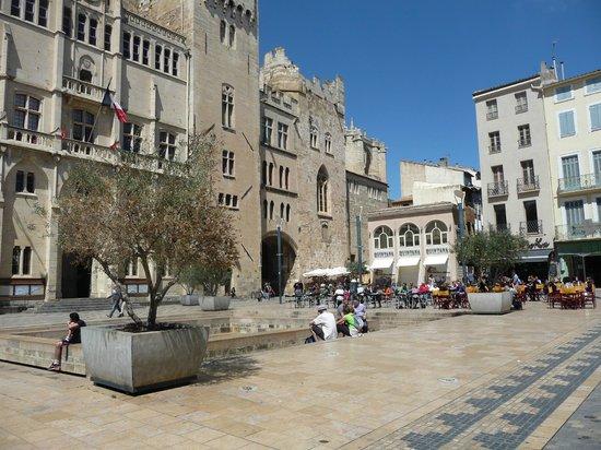 Place de l 39 h tel de ville vestiges de la via domitia for Hotels narbonne