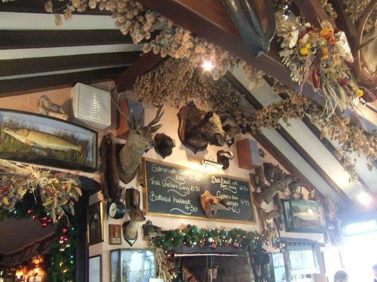 Glass House Inn Restaurant: the restaurant wall - very homely, traditional, comfortable and with a lot of character!