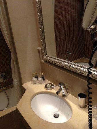 Hotel Le Isole: Baño