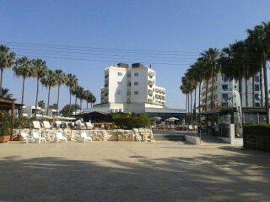 Pavlo Napa Beach Hotel: taken from beach looking towards pool bar area