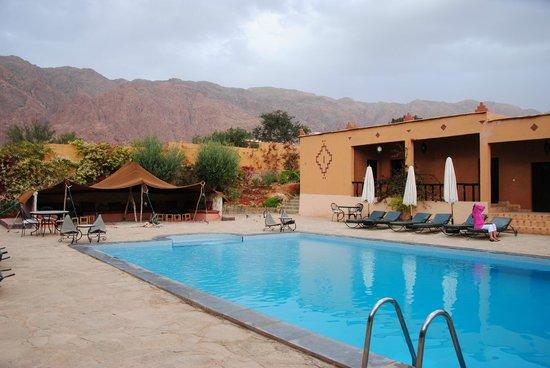 Auberge Kasbah Chez Amaliya : Pool and rest area