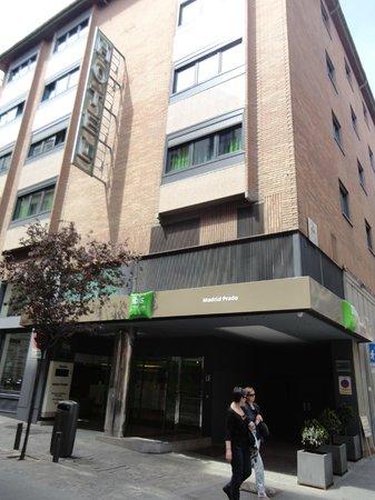 Ibis Styles Madrid Prado: Fachada do hotel