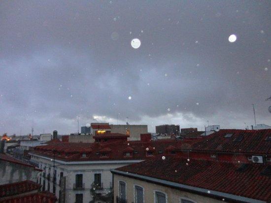 Ibis Styles Madrid Prado: Vista de uma manhã chuvosa