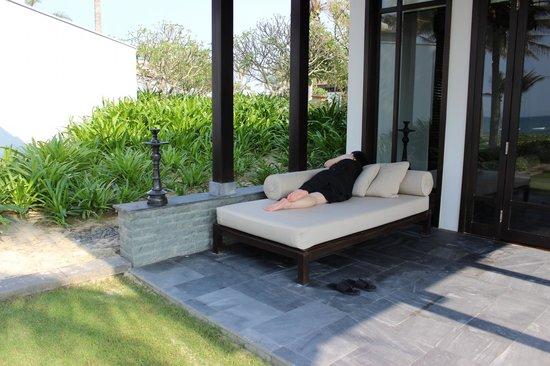 Four Seasons Resort The Nam Hai, Hoi An: アウトサイドソファー