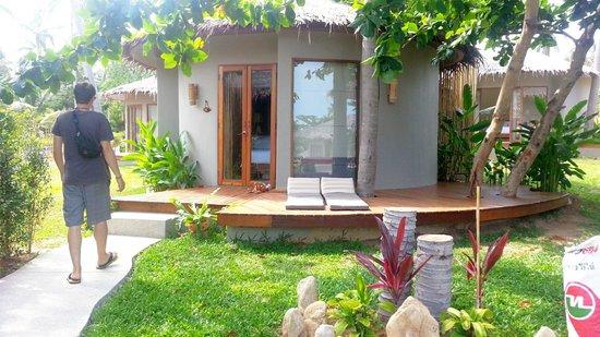 Sea Dance Resort : Sweet cottage with wonderful outdoor bathroom :)