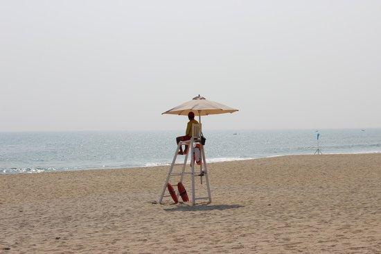 Four Seasons Resort The Nam Hai, Hoi An: ライフセイバーが暇そう