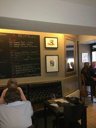L'un des Sens Bar à vins & Cave à  manger : Belle vue sur la carte !