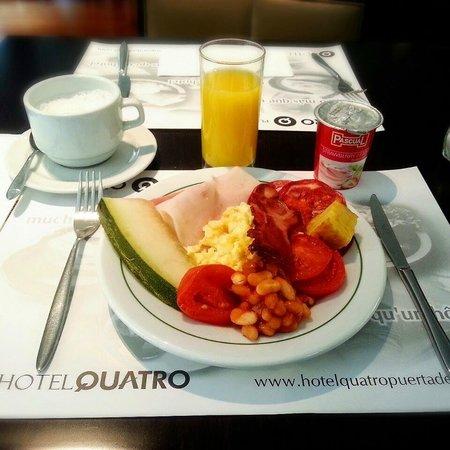 Quatro Puerta del Sol Hotel: Завтрак (Breakfast)