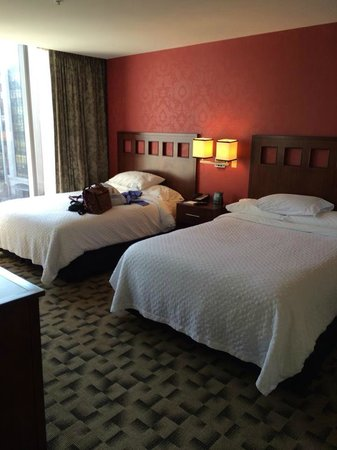 Embassy Suites by Hilton Buffalo : Bedroom with 2 comfy Queen beds