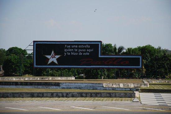 Che Guevara Mausoleum: Plaza de la Revolución - Santa Clara
