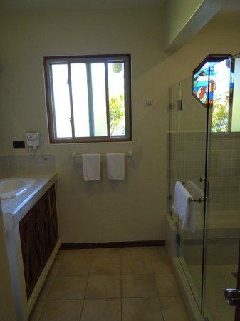 Hotel Si Como No : Bad mit großer Dusche