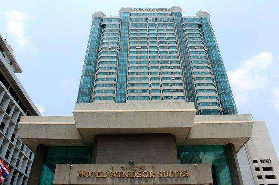 Hotel Windsor Suites & Convention Bangkok: The Entrance