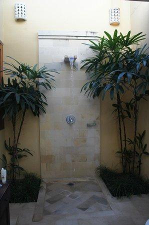 Jas Boutique Villas: shower