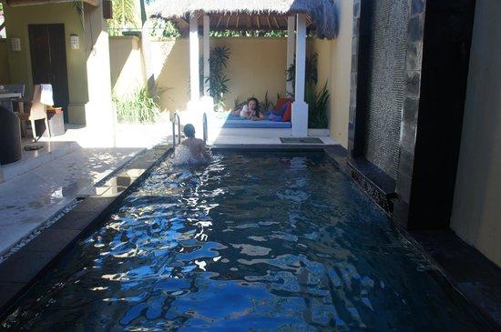 Jas Boutique Villas: pool area
