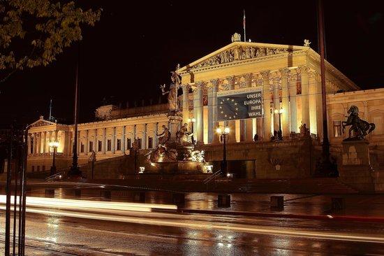 Parliament Building: Movimiento nocturno en el Parlamento...