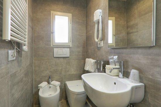 Hotel Restaurant  La Scaletta: Bathroom