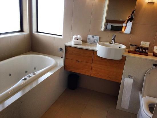 Chateau Elan Hunter Valley: bathroom of the 1 Bed Spa Villa