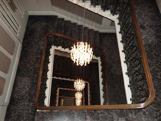 The Met Hotel Leeds: Escaleras centrales