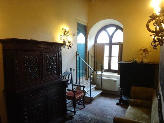 Castello Bevilacqua: Castle Suite door